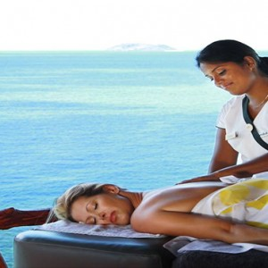 matamanoa-island-resort-fiji-honeymoon-packages-spa-massage