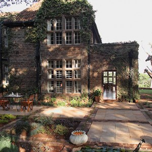 patio-giraffe-manor-luxury-kenyan-honeymoon-packages