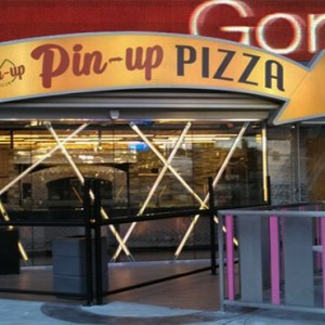 planet-hollywood-las-vegas-honeymoon-packages-pin-up-pizza