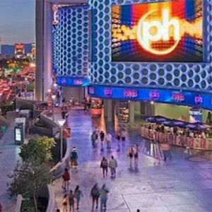 planet-hollywood-las-vegas-honeymoon-packages-pinks-hot-dogs