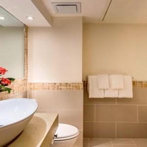 the-warwick-fiji-fiji-honeymoon-packages-garden-view-rooms-bathrooms