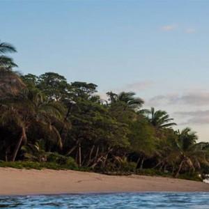 tokoriki-island-resort-fiji-honeymoon-packages-beach
