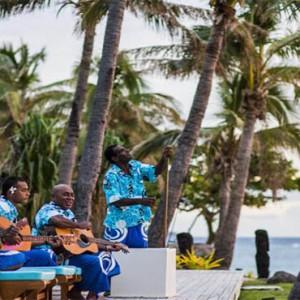 tokoriki-island-resort-fiji-honeymoon-packages-beach-band