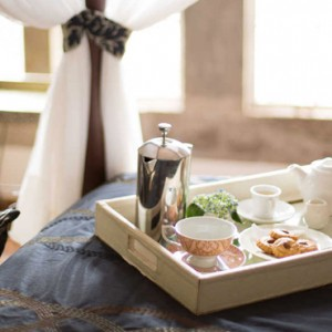 breakfast-in-bed-giraffe-manor-luxury-kenyan-honeymoon-packages