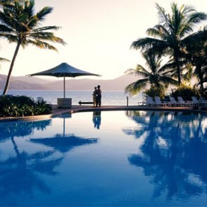Daydream Island Resort & Spa - Australia Honeymoon Packages - infinity pool and ocean