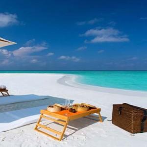 Gili Lankanfushi - Maldives Honeymoon Packages - Picnic on beach
