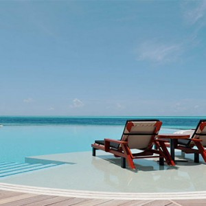 Komandoo Island Resort - Maldives honeymoon packages - Pool and ocean view