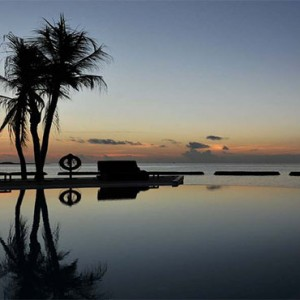 Komandoo Island Resort - Maldives honeymoon packages - Pool in the evening