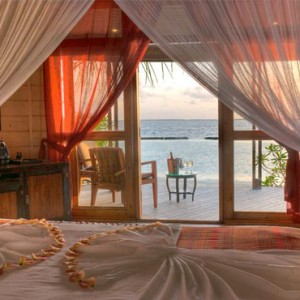 Komandoo Island Resort - Maldives honeymoon packages - jacuzzi Beach villa