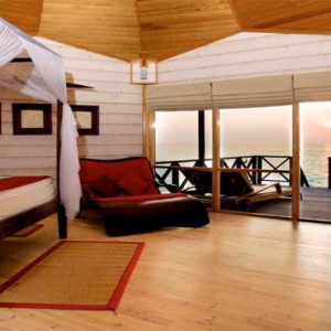 Komandoo Island Resort - Maldives honeymoon packages - jacuzzi water villa