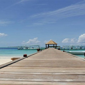 Komandoo Island Resort - Maldives honeymoon packages - jetty