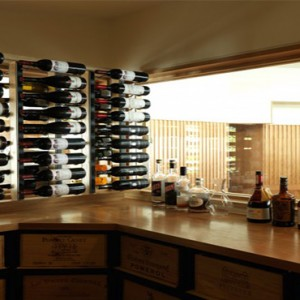 lizard-island-resort-australia-honeymoon-packages-driftwood-bar-and-wine-cellar