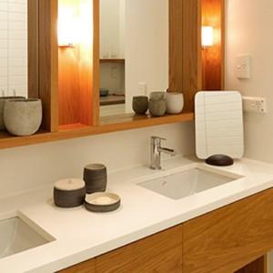 lizard-island-resort-australia-honeymoon-packages-garden-view-room-bathroom