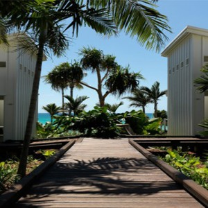 lizard-island-resort-australia-honeymoon-packages-walkway-to-the-beach