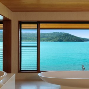qualia-hamilton-island-australia-honeymoon-packages-bathroom-with-a-view