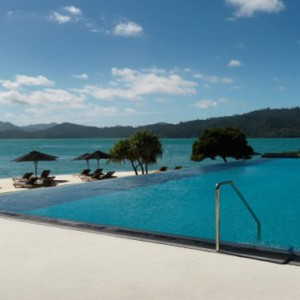 qualia-hamilton-island-australia-honeymoon-packages-infinity-pool