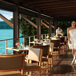 qualia-hamilton-island-australia-honeymoon-packages-pebble-beach-dining