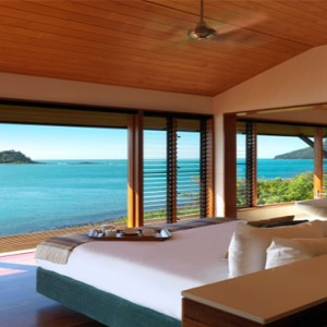 qualia-hamilton-island-australia-honeymoon-packages-windward-pavillion-bedroom