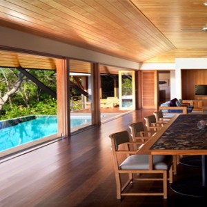 qualia-hamilton-island-australia-honeymoon-packages-beach-house-dining-room