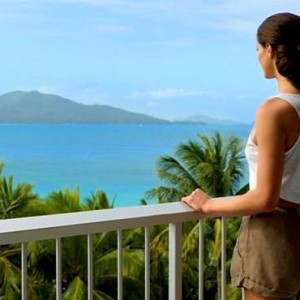 reef-view-hotel-australia-honeymoon-packages-coral-sea-view-balcony