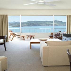 reef-view-hotel-australia-honeymoon-packages-reef-suite-lounge