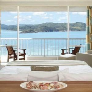 reef-view-hotel-australia-honeymoon-packages-reef-suite-room