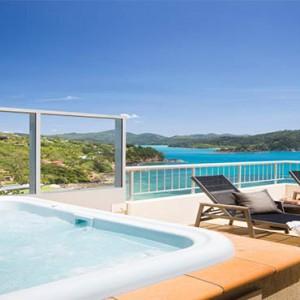 reef-view-hotel-australia-honeymoon-packages-one-bedroom-terrace-suite-balcony-jacuzzi