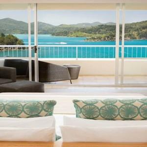 reef-view-hotel-australia-honeymoon-packages-one-bedroom-terrace-suite-bedroom
