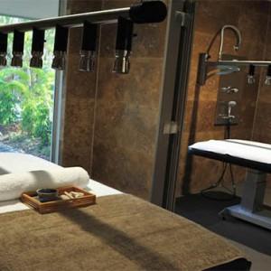 reef-view-hotel-australia-honeymoon-packages-spa-treatment-room