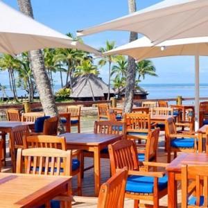 the-warwick-fiji-fiji-honeymoon-packages-lagoon-bar-and-grill