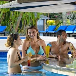 the-warwick-fiji-fiji-honeymoon-packages-pool-bar