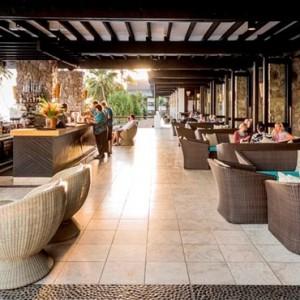 the-warwick-fiji-fiji-honeymoon-packages-sunset-terrace-lounge
