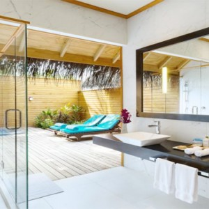 Veligandu Island Resort & Spa - Maldives Honeymoon Packages - Jacuzzi beach villa bathroom