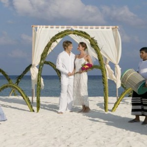Veligandu Island Resort & Spa - Maldives Honeymoon Packages - Renew wedding vows