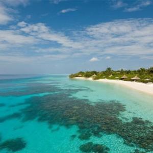 Four Seasons Resorts at Landaa Giraavaru - Maldives Luxury Honeymoon Packages - beach and ocean