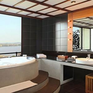 Heritance Kandalama - Sri Lanka Honeymoon Packages - Luxury suite bathroom