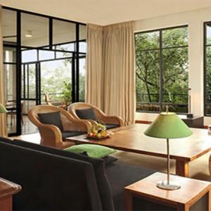 Heritance Kandalama - Sri Lanka Honeymoon Packages - Luxury suite lounge