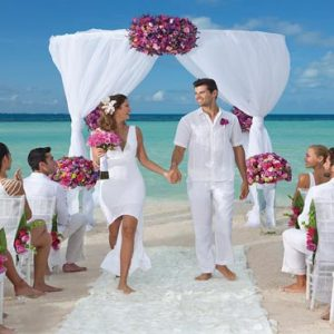 Mexico Honeymoon Packages Dreams Sands Cancun Resort And Spa Beach Weddings With Guests