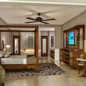 5 Honeymoon Grand Luxury Walkout Butler Suite with Patio Tranquility Soaking Tub - Luxury Jamaica Honeymoons