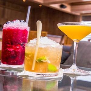 Amilla Fushi - Maldives Honeymoon packages - cocktails
