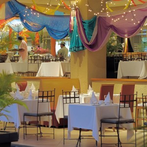 pool - Mauricia Beachcomber Resort and Spa - Luxury Mauritius Honeymoons