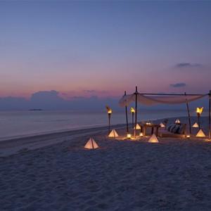Loama Resort Maldives at Maamigili - Luxury Maldives Honeymoon packages - Romantic dinner at sandbank