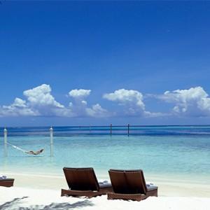 Nika Island Resort and Spa - Luxury Maldives Honeymoon Packages - beach bar