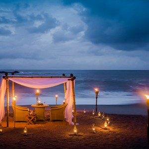 Anantara Peace Haven Tangalle Resort - Luxury Sri Lanka Honeymoon packages - beach dining