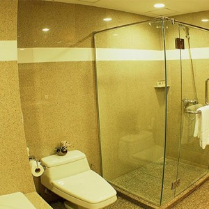 Majestic Grande Sukhumit Hotel - Luxury Thailand Honeymoon packages - Grande Deluxe bathroom