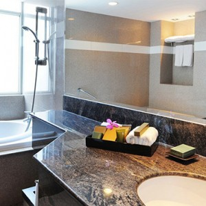 Majestic Grande Sukhumit Hotel - Luxury Thailand Honeymoon packages - Grande Executive Suite bathroom