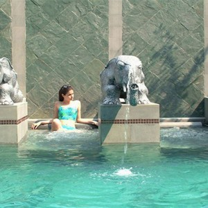 Majestic Grande Sukhumit Hotel - Luxury Thailand Honeymoon packages -swimming pool