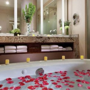 One Bedroom Aria Suite 4 Aria Resort And Casino Luxury Las Vegas Honeymoon Packages