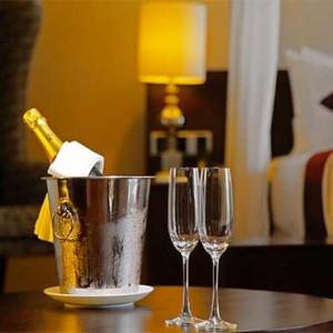 Uga Bay - Luxury Sri Lanka Honeymoon Packages - Bay Suite living area