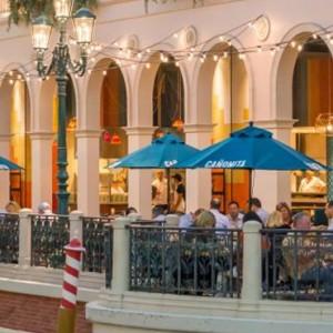 gondola ride - The Venetian Las Vegas - Luxury Las Vegas Honeymoon Packages